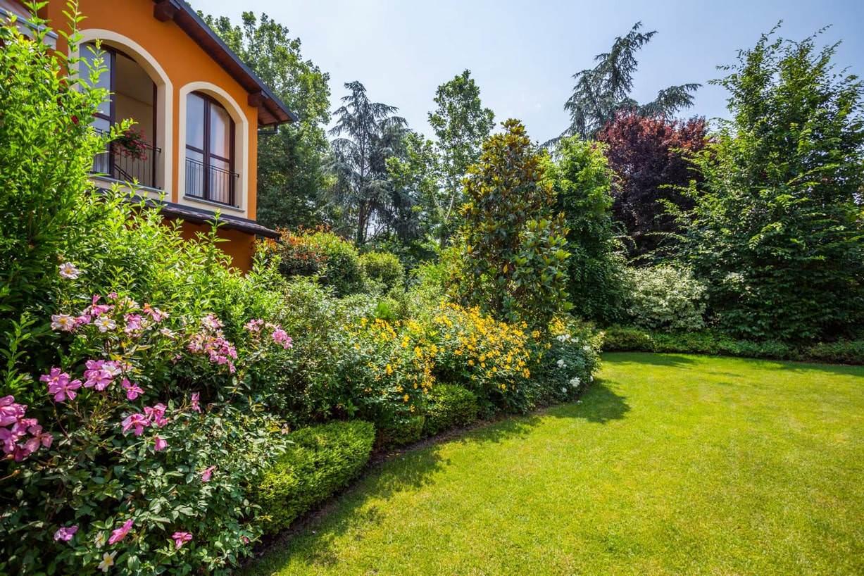 Am casali srl giardini e terrazzi prati sintetici pavia for Giardini immagini
